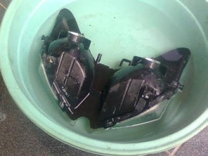 rendah headlamp pada air panas