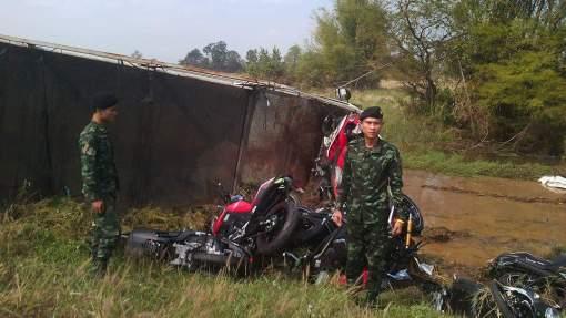 kecelakaan-truk-expedisi-penggangkut-yamaha-mslaz-dan-r15-7