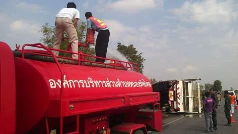 kecelakaan-truk-expedisi-penggangkut-yamaha-mslaz-dan-r15-8.jpg