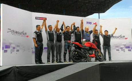 launching-tvs-apache-rtr-4v