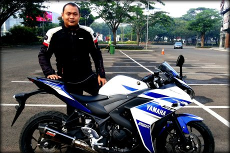 Yamaha-R15-knalpot-racing
