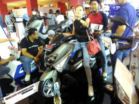 Yamaha-Nmax-155-silver-matte-IIMS-2016