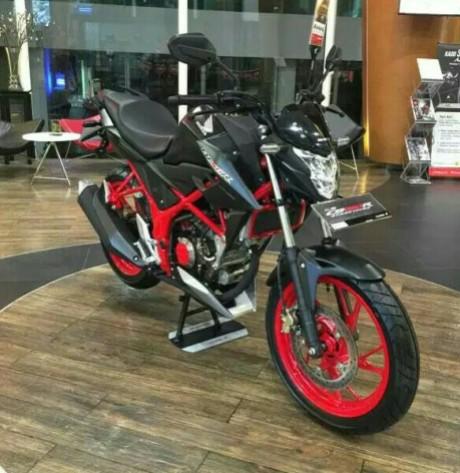 honda-all-new-cb150r-streetfire-raptor-black.jpg