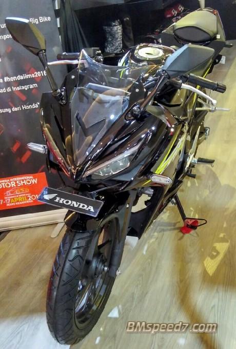 All-New-Honda-CBR150R-nitro-black