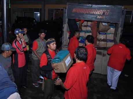 Sahabat Satu Hati bahu membahu bergerak mendistribusikan bantuan bagi para pengungsi korban banjir Garut.