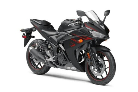 Yamaha R3 Facelift 2017, Warna Hitam Metalik strip merah
