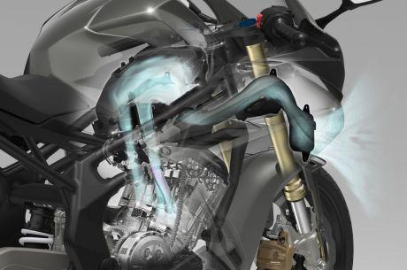 aliran udara dari pertama masuk lewat mulut depan (bawah headlamp) lalu masuk ke filter dan masuk ke intake untuk proses pembakaran