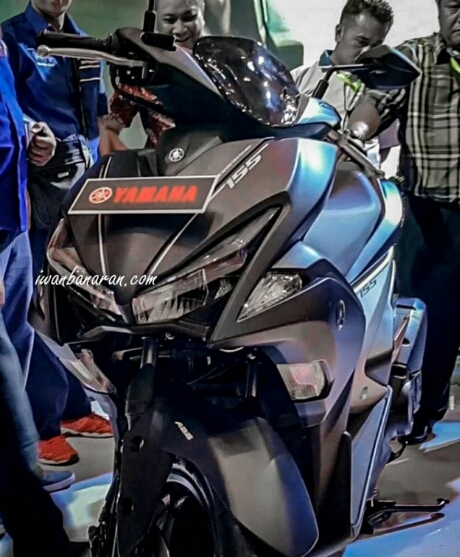 Tampak depan Yamaha Aerox 155 2017 tipe premium