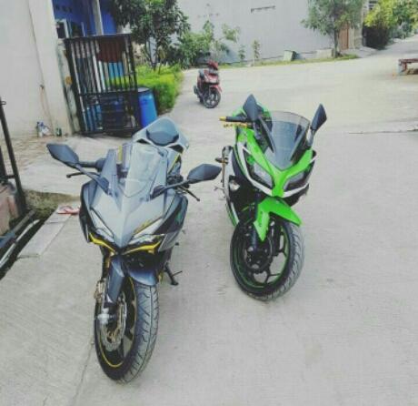 Dari depan Honda CBR250RR vs Ninja 300 Ganteng mana? pict : Kevin