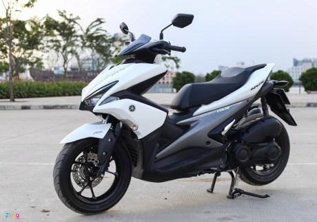 tampak samping kiri Yamaha Aerox 155 putih