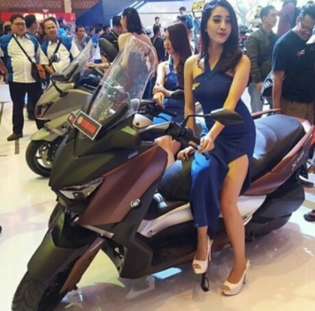 Nadya Febylia With Yamaha Xmax 250 at IMOS 2016
