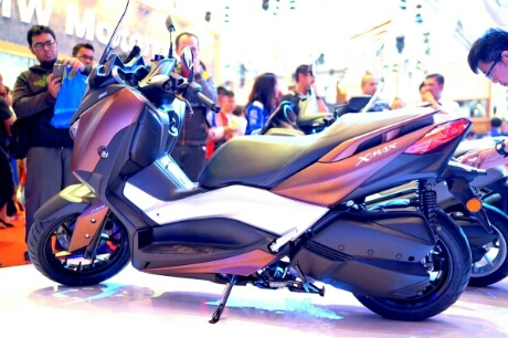Tampak samping kiri Yamaha Xmax 250 2017